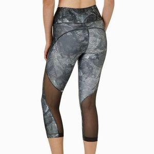 Under Armour Women's Heatgear Capri Leggings NWT